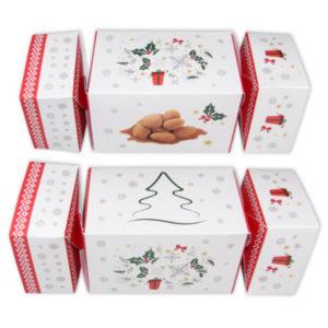 Pudełko cukierek z prażonymi migdałami z cynamonem.