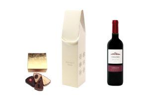 Zestaw upominkowy z winem i pudełkiem z 4 pralinami.